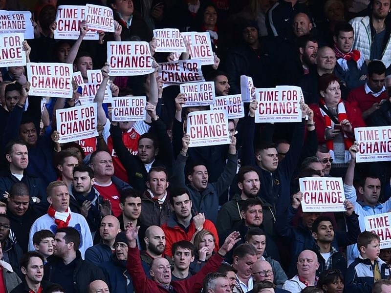 Senza titolo da 12 anni: protesta dei tifosi dei Gunners al 12' di Arsenal-Norwich