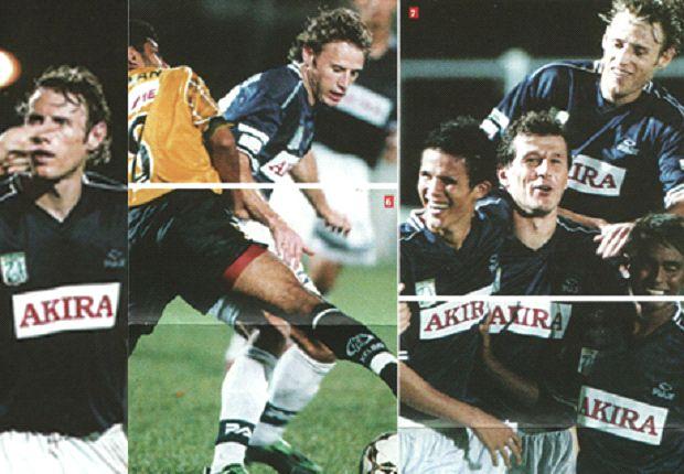 Roberts with then-Eagles teammates like Baihakki Khaizan and Aleksandar Duric (Photo: GIFC)