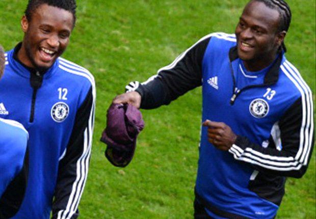 Victor Moses dan John Obi Mikel di sesi latihan Chelsea