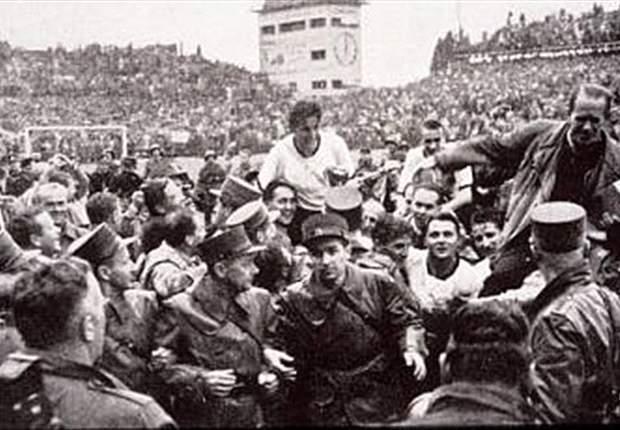 Jerman Barat menjuarai Piala Dunia 1954 dengan mengalahkan tim favorit Hongaria, 3-2.