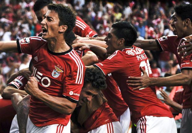 Benfica 2-0 Anderlecht: Portuguese giants begin with win