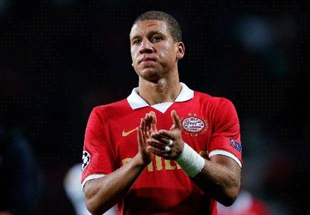 De verdediger van PSV pakte zondag tegen Feyenoord al na vijf minuten geel.