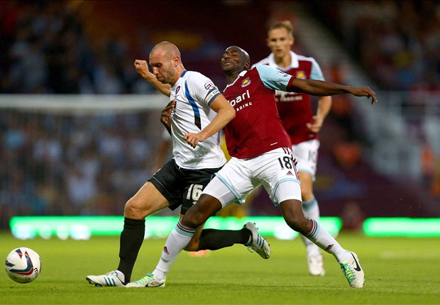West Ham midfielder Alou Diarra ruled out for the season