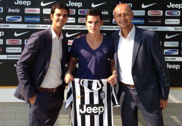Pemain muda berbakat Sergio Buenacasa telah resmi bergabung dengan Juventus dari Barcelona