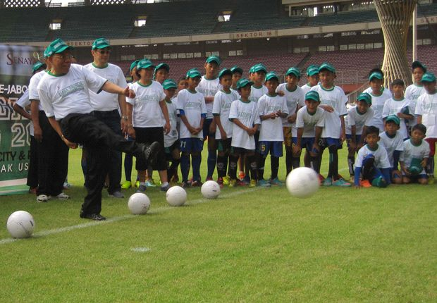 Festival SSB U-12 Memperebutkan Piala Bergilir Mensesneg 2013 Diikuti 20 tim Se-Jabodetabek