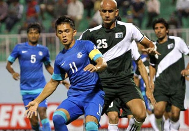 Rehman watching India's Sunil Chetri closely at the SAFF Cup 2013