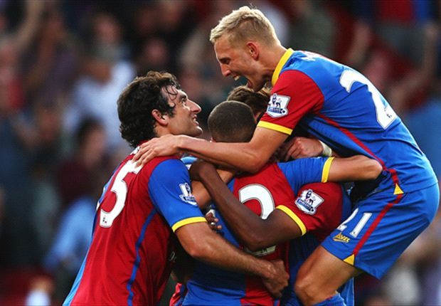 Mile Jedinak celebrates with his Palace team-mates