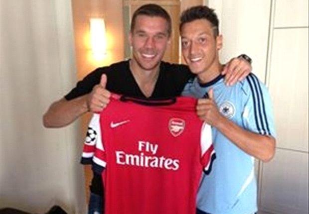 Lukas Podolski mit seinem neuen Teamkollegen beim FC Arsenal: Mesut Özil