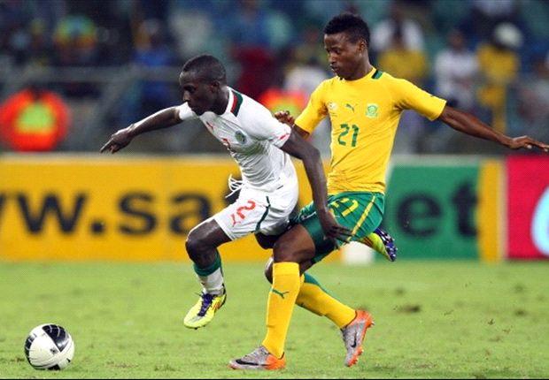 Idrissa Gana Gueye of Senegal with Thamsanqa Sangweni of South Africa