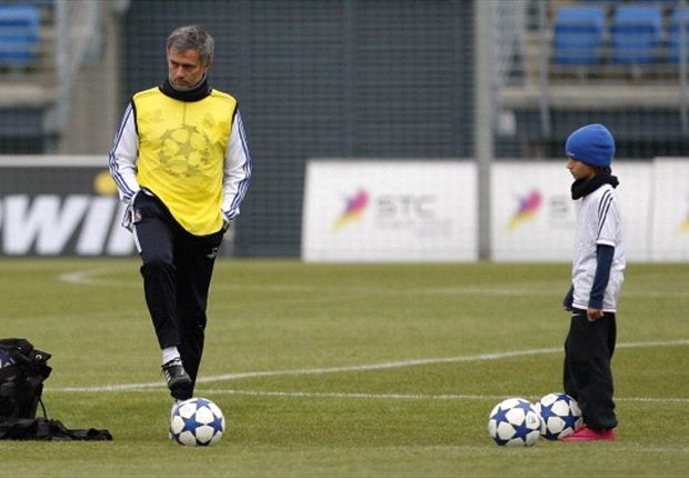 Mourinho y el hijo en un entrenamiento de Real Madrid.