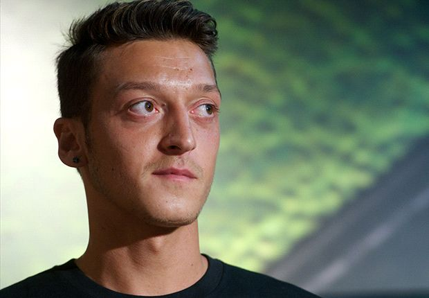 Ozil arrives with point to prove at Arsenal