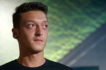 Hamann: Ozil signing no guarantee of Arsenal title challenge