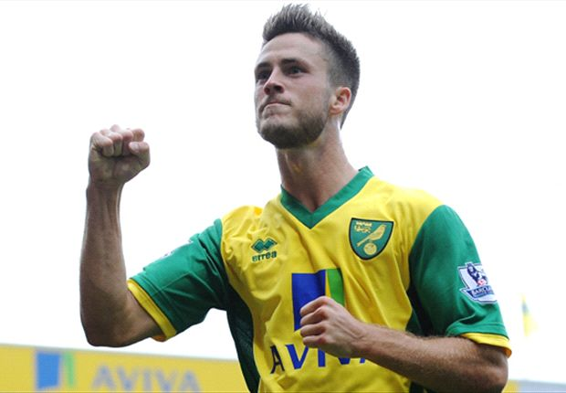Van Wolfswinkel 'touch and go' for Norwich return - Hughton