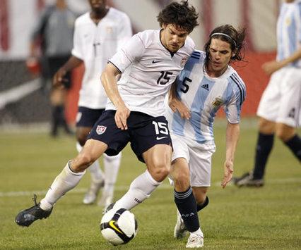Heath Pearce-Fernando Gago - USA-Argentina (Mexsport)