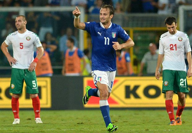Gilardino merayakan golnya ke gawang Bulgaria