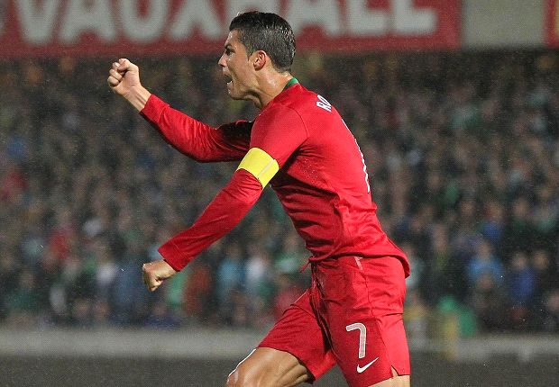 Luis Figo Keberatan Membandingkan Cristiano Ronaldo Dengan Eusebio