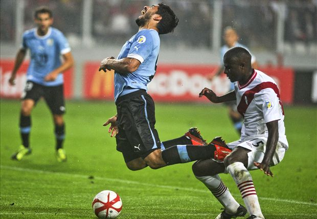 Peru 1-2 Uruguay: Suarez double edges Celeste closer to play-offs