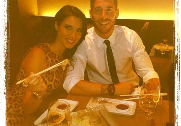 Ramos lucía feliz cenando con su pareja