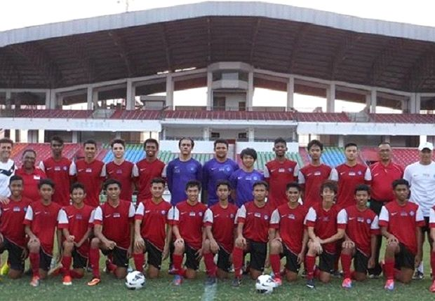 The Singapore coach (far left) with some members of the U19 squad and staff