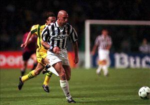 Vialli dukung Juventus bermain bertahan.