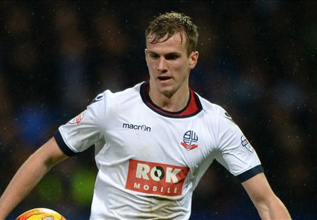 Arsenal bid for Bolton's Holding