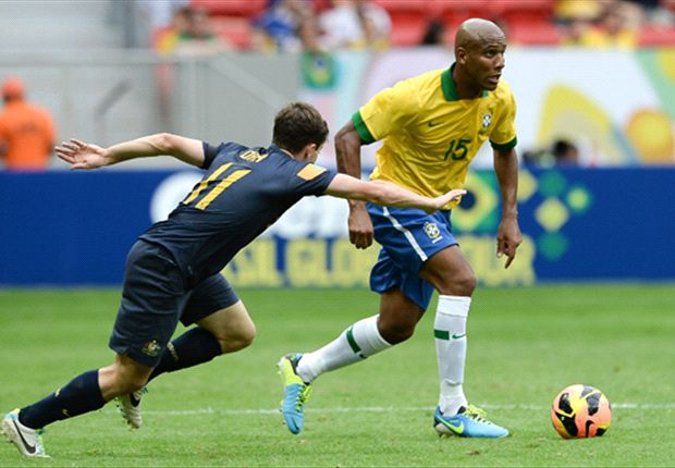 Maicon gives Tommy Oar the runaround in Brasilia