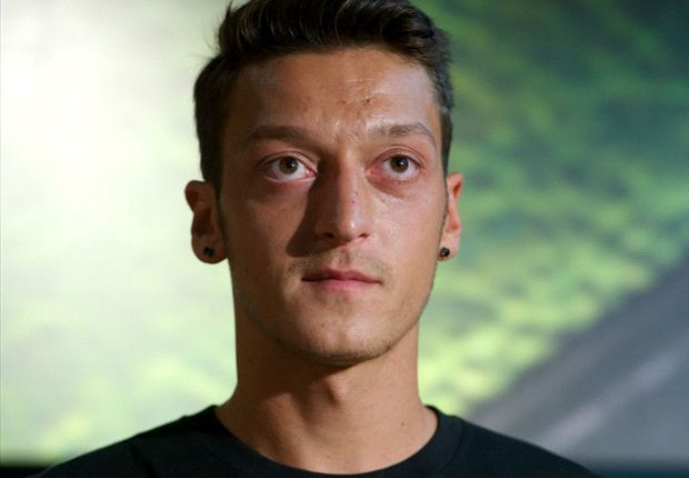 TEAM NEWS: Ozil starts for Arsenal against Sunderland
