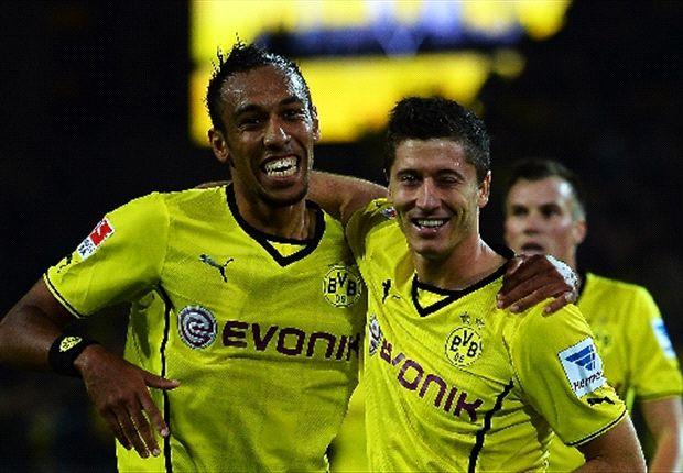 Aubameyang y Lewandowski celebran en la Bundesliga