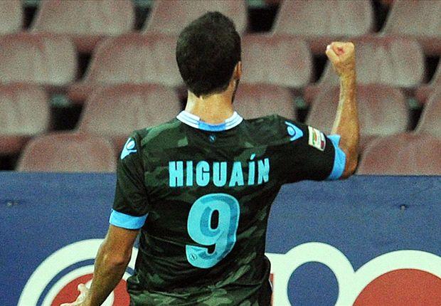 El Pipita Higuaín abrió el camino para la victoria de Napoli sobre Atalanta.