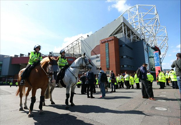 Police confirm bomb hoax at Old Trafford after Manchester United's abandoned match - Goal.com