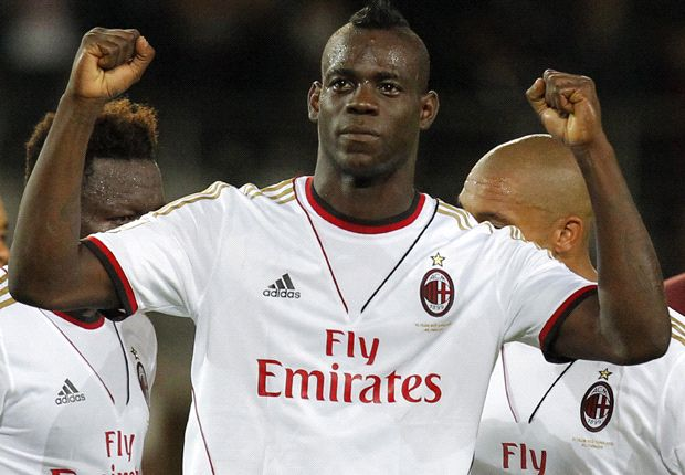Balotelli can decide matches like Messi - De Boer