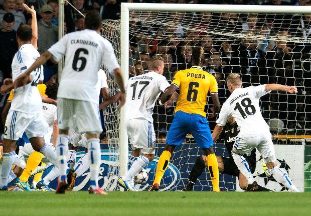 Juventus cannot be satisfied with Copenhagen draw, stresses Lichtsteiner