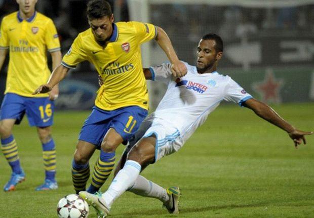 Pérez geeft Özil wederom een trap na