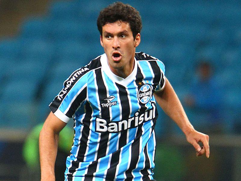 Riveros renova contrato com o Grêmio