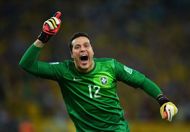 Julio Cesar sidelined with broken finger