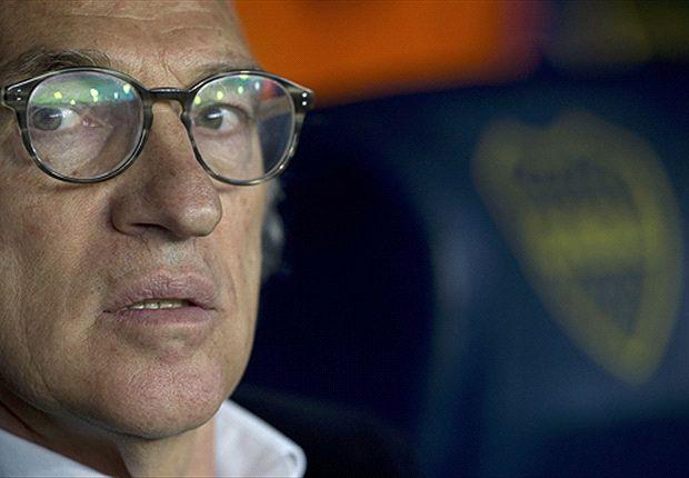 Carlos Bianchi se quejó por tener que cambiar siempre la defensa y por la floja efectividad.