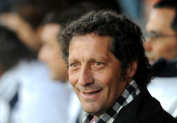 Troglio podrá contar con un italiano en su plantel si lo convence el rendimiento de Simone Napoli.