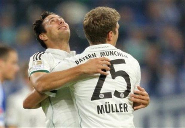 Claudio Pizarro, Thomas Muller - Bayern Munich - Bundesliga