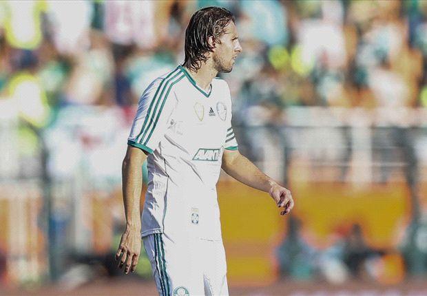 Henrique defendiendo la camiseta del Palmeiras