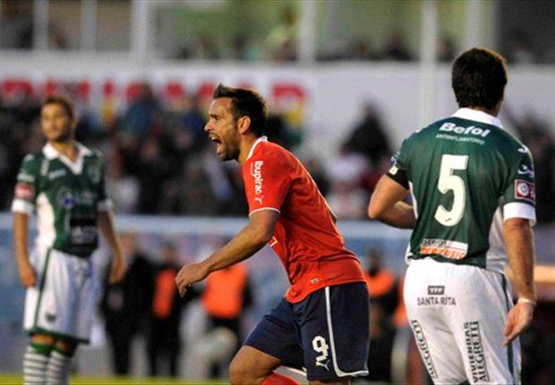Parra marcó los dos goles del Rojo, que finalmente pudo festejar en casa.