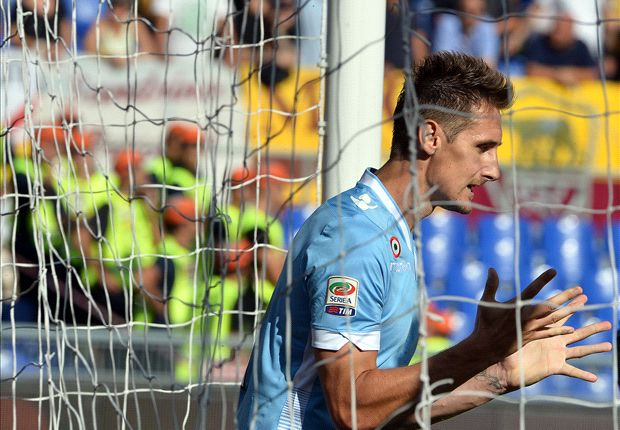 Klose undergoes foot surgery