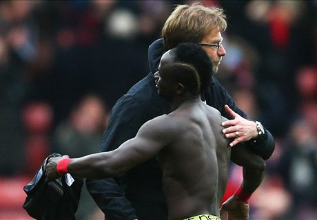 Liverpool join Mane race
