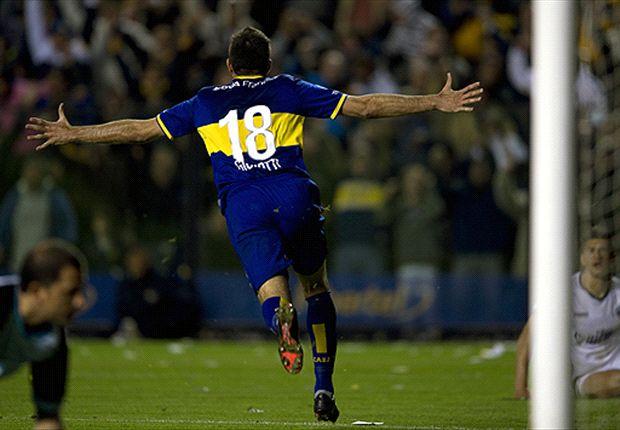Gigliotti no se da por vencido nunca: una y otra vez va en busca del gol sin importar las fallas.