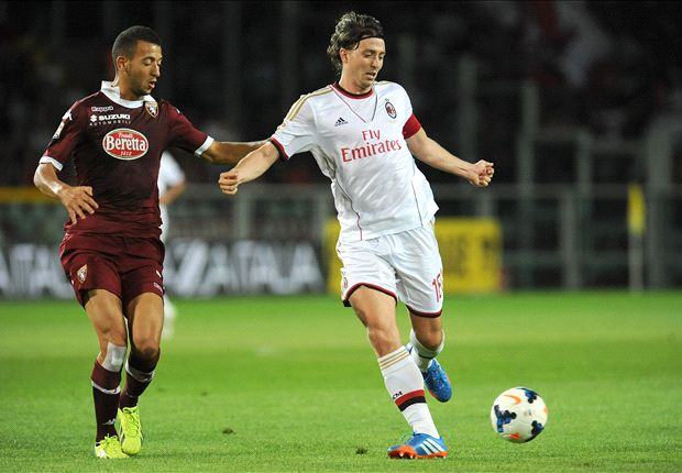 Milan suffer El Shaarawy injury blow as Montolivo returns