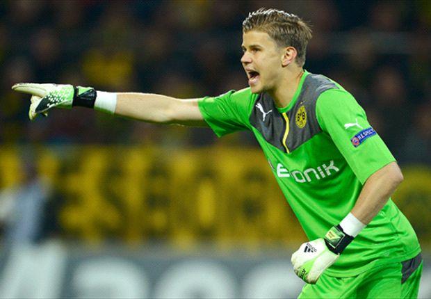 The Australian organises his Dortmund backline