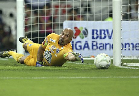 Conejo steals show in Liga MX final