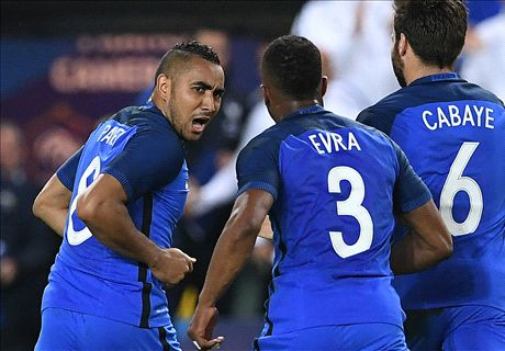 Last-gasp Payet sees France to victory