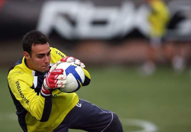 Renan deixa Internacional e assina com Goiás