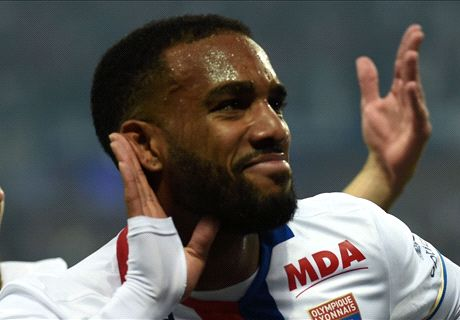 RUMOURS: Arsenal in Lacazette bid