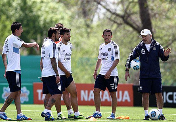 Alejandro Sabella dividió al plantel en dos grupos y los mezcló con el Selectivo de Independiente.